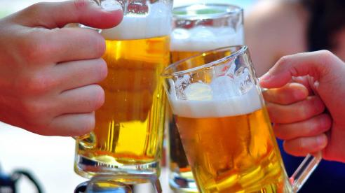 Uống bia trong mùa nóng đúng cách để đảm bảo an toàn