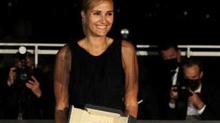 Cannes 2021: Julia Ducournau - nữ đạo diễn thứ 2 trong lịch sử Cannes nhận Cành cọ vàng, Chủ tịch BGK vô tình làm lộ giải
