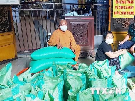 Giáo hội Phật giáo kêu gọi tăng ni, phật tử cấm túc, ủng hộ chống dịch