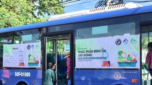 TP Hồ Chí Minh dùng xe buýt chở rau củ quả đến với người dân