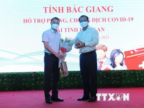 Hơn 100 cán bộ y tế Bắc Giang, Hòa Bình hỗ trợ các tỉnh phía Nam