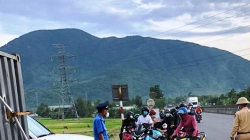 Hà Tĩnh: Một công nhân đi xe máy từ Bình Dương về quê bị nhiễm Covid-19