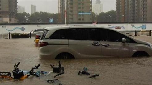Mưa lớn 'nhấn chìm' tỉnh Hà Nam, Trung Quốc nâng mức cảnh báo lũ lụt