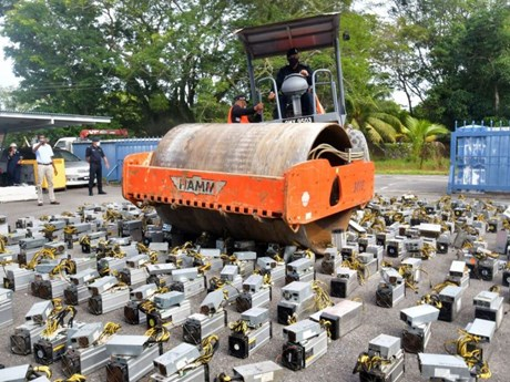 Malaysia triệt phá đường dây trộm điện để 'đào' tiền điện tử