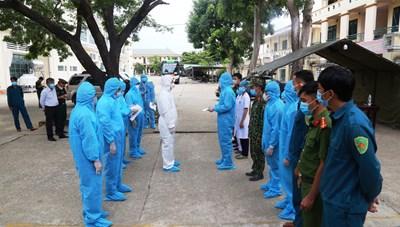 Quảng Nam: Chủ tịch tỉnh đến khu cách ly thăm hỏi công dân từ vùng dịch về quê