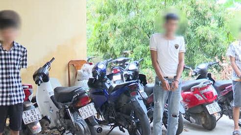 Nhóm thanh niên mới lớn thuê ôtô để đi trộm… xe máy