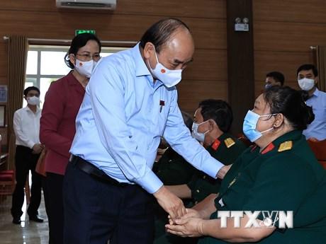 Chủ tịch nước thăm, tặng quà thương binh, gia đình liệt sỹ tại Hà Nam