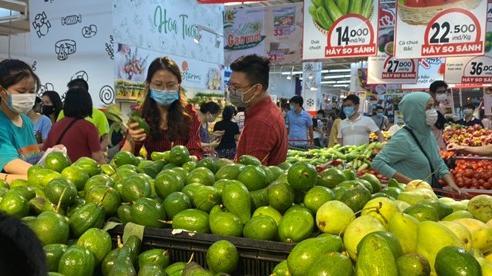 [ẢNH] Siêu thị Hà Nội 'đầy ắp' hàng, người dân thong thả mua sắm