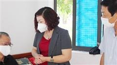 Hội Liên hiệp phụ nữ thành phố Hà Nội thăm, tặng quà người có công