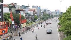 Hà Nội: Đường phố vắng, người dân được nhắc nhở tuân thủ nghiêm Chỉ thị 16