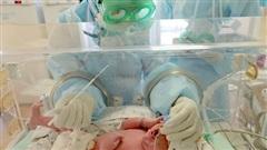 Trẻ sơ sinh mắc Covid-19 ở Nga được điều trị như thế nào?