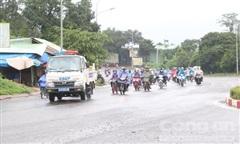 CSGT Gia Lai 'hộ tống' 140 người dân đi xe máy từ vùng dịch về