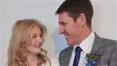 Thầy giáo cưới học sinh kém 26 tuổi đang bị điều tra
