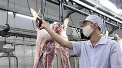 Nhiều nhà máy, cơ sở giết mổ đóng cửa: Nguồn thực phẩm cho TP.HCM khó chồng thêm khó