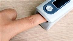 Đổ xô mua máy đo nồng độ oxy trong máu: Cẩn thận tiền mất, tật mang