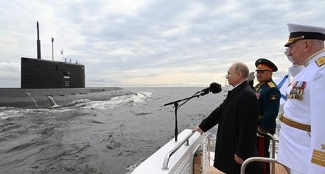 Tổng thống Putin: Hải quân Nga sẵn sàng ra đòn tấn công 'không cản nổi'