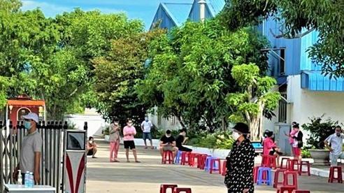 Quảng Nam: Bảo vệ mắc Covid-19, xuyên đêm lấy mẫu xét nghiệm 2.000 người
