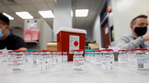 Gian nan chặng đường tìm mua vắc-xin Covid-19