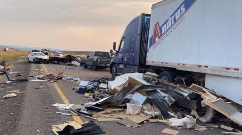Mỹ: Bão cát làm 20 xe va chạm kinh hoàng, ít nhất 7 người thiệt mạng