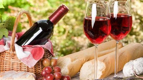 Anh: Loại bỏ quy định chứng nhận nhập khẩu rượu vang