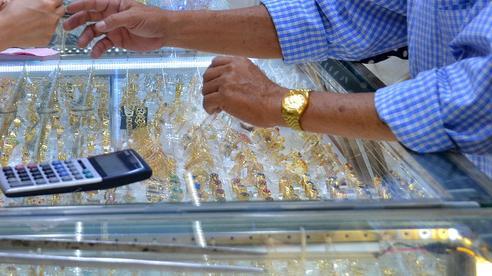 Giá vàng hôm nay 27-7: Bị 'đánh xuống'dưới 1.800 USD/ounce