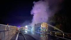 Đà Nẵng: Xe đầu kéo bốc cháy dữ dội khi đang lưu thông trên cao tốc