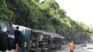 Dốc cun - Hòa Bình: lái xe gặp nạn được cứu sống nhờ có rào chắn bánh xoay