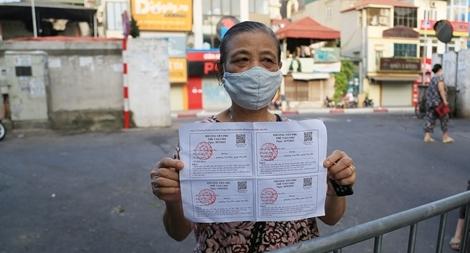 Người dân Hà Nội đi chợ theo phiếu luân phiên