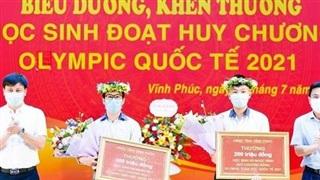 Vĩnh Phúc thưởng hơn 1 tỷ đồng cho thầy trò đoạt giải Olympic quốc tế