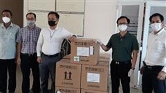 42.000 khẩu trang N95 và kit test nhanh Covid-19 được kiều bào trao tặng TP.HCM