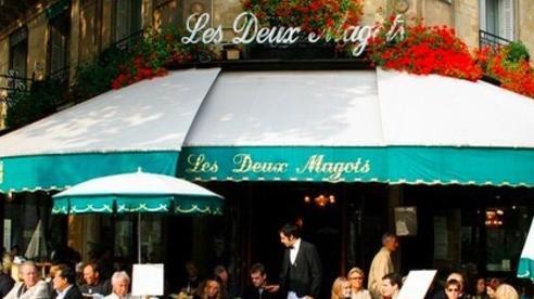 Xe điên lao vào quán cà phê ở Paris, làm nhiều người bị thương