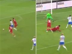 Van Dijk trượt ngã trong ngày tái xuất khiến Liverpool bại trận