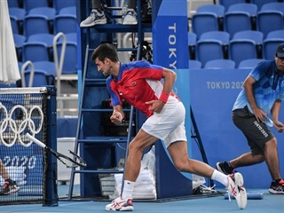 [Video] Djokovic ném vợt, đập vợt khi trắng tay ở Olympic Tokyo