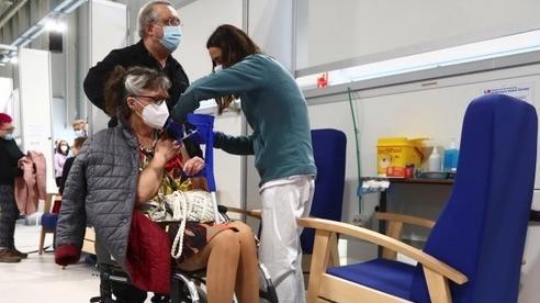 Quốc gia vượt cả Mỹ, Anh, Pháp và Đức về số người tiêm đủ liều vắc-xin Covid-19