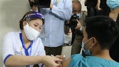 Người tăng huyết áp có nên tiêm vắc xin phòng Covid-19?