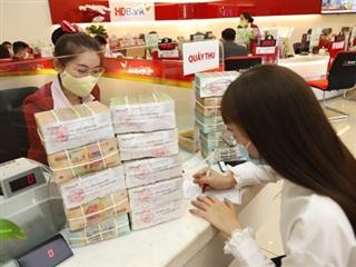 Lợi nhuận của một số ngân hàng tăng mạnh từ thu nhập dịch vụ