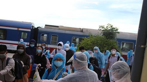 Phát hiện nhiều ca nhiễm Covid-19 trên tàu, Hà Tĩnh đổi phương án đón dân về quê