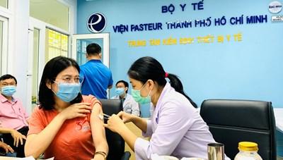 TP Hồ Chí Minh: Tiêm chủng vaccine Covid-19 đạt kỷ lục 85.000 người trong ngày 30/7