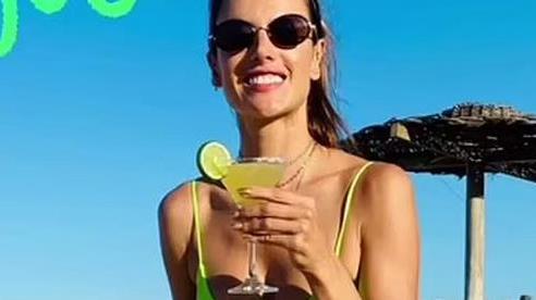Siêu mẫu Alessandra Ambrosio khoe vẻ đẹp rạng ngời