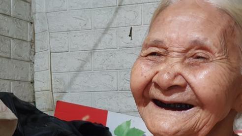 Cụ già hàng xén 91 tuổi: Ngày hai gói mì tôm, lạc quan qua mùa dịch