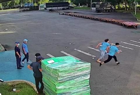 Clip thi chạy sau giờ làm, một công nhân gục xuống đất tử vong