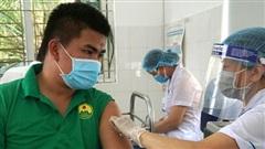 Hơn 200 lái xe tham gia phòng, chống dịch được tiêm vắc xin