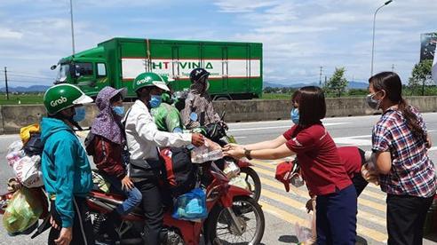Hà Tĩnh lập nhiều điểm tiếp sức miễn phí cho công dân trở về từ vùng dịch