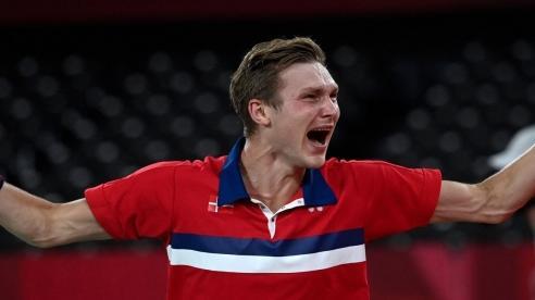 Olympic Tokyo 2021: Viktor Axelsen đánh bại Chen Long, chấm dứt chuỗi thống trị của các tay vợt châu Á