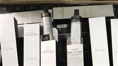 Lợi dụng dịch COVID-19 phức tạp, thương lái 'tuồn' hàng ngàn tuýp thuốc nhộm tóc vào nội địa