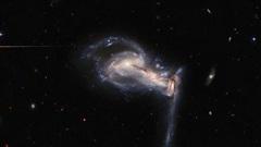 Khoảnh khắc kinh hoàng: 3 thiên hà nuốt nhau, tạo 'siêu quái vật'