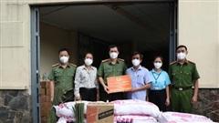 Cán bộ, chiến sĩ công an tặng hơn 14 tấn rau, củ, quả cho bà con TPHCM