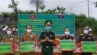 Bộ Chỉ huy BĐBP Kon Tum hỗ trợ lương thực, vật tư y tếcho lực lượng bảo vệ biên giới hai tỉnh Attapư và Sê Kông