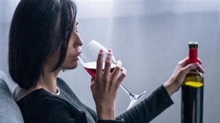 Tại sao không được uống rượu sau khi tiêm vaccine Covid-19?