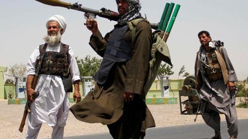 Dân thường Afghanistan kẹt giữa hai làn đạn
